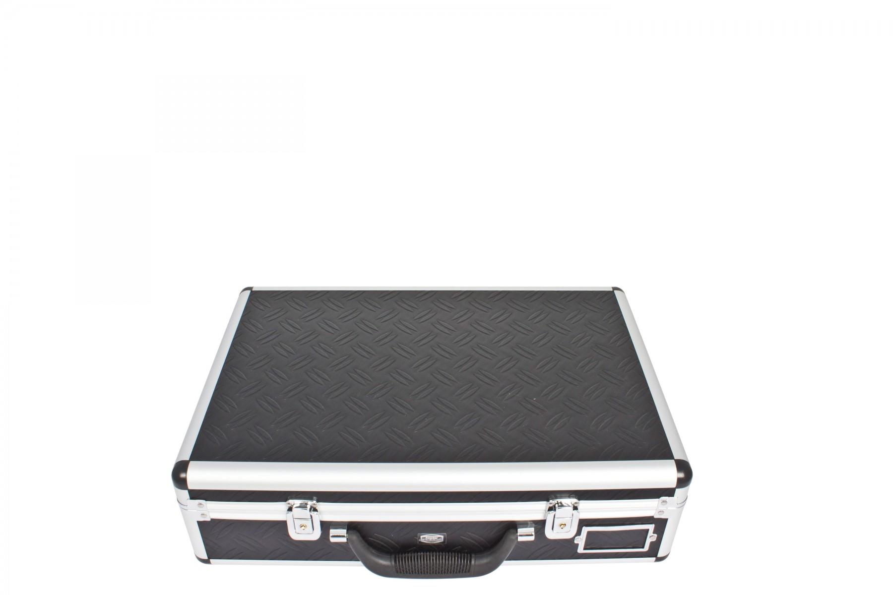 Koffer und diverses Zubehör im Lieferumfang enthalten