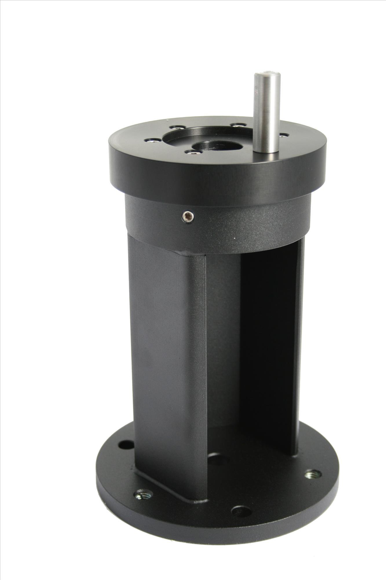 Anwendungsbild mit Baader Stahl-Kurzsäule (#2451150) und Celestron CGEM Flansch (#2451115)