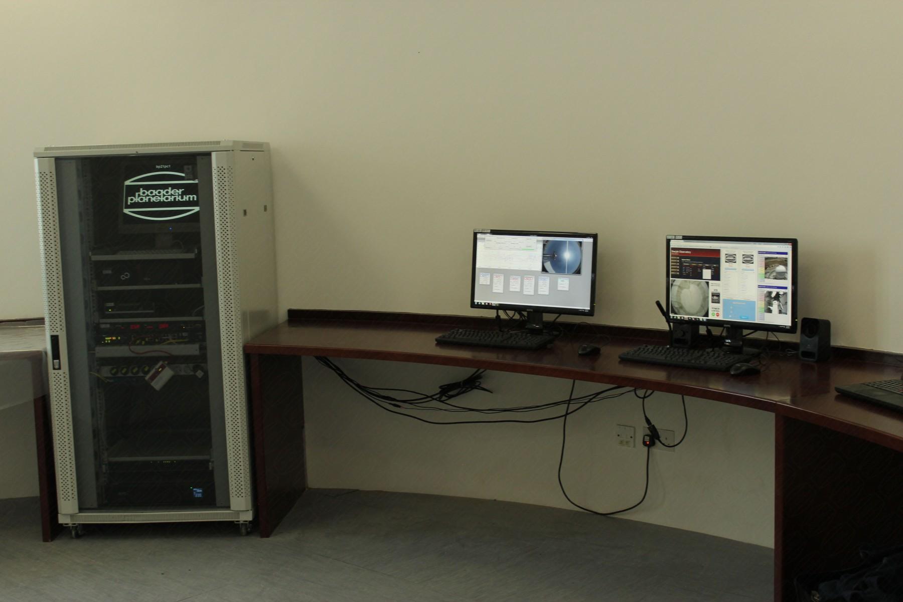 Anwendungsbild: Computerraum (Kontrollstation) der Remote Controlled Sternwarte in Sharjah