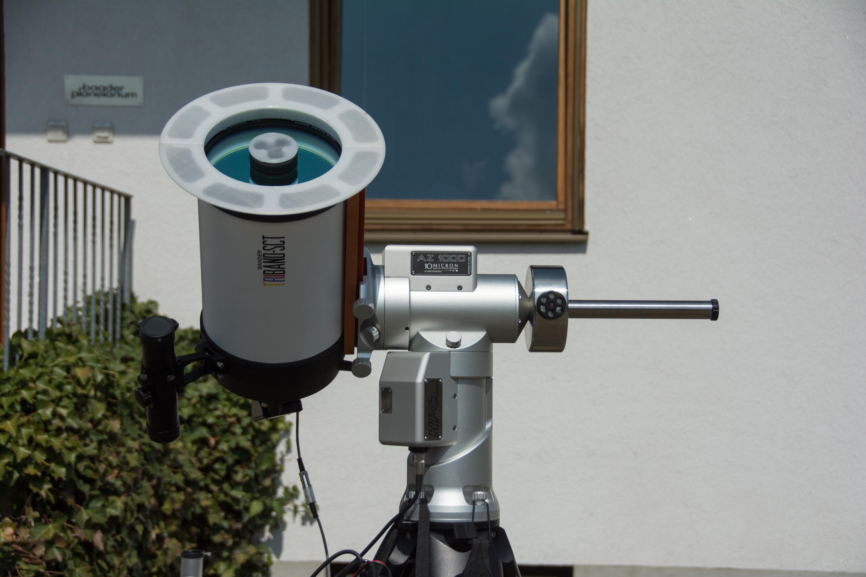 Die Triband-Beschichtung ist ein Energieschutzfilter für die Sonnenbeobachtung, der die Deep-Sky-Tauglichkeit nicht beeinträchtigt. Hitzeschilde verhindern eine Aufheizung des Tubus.